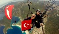 Yamaç Paraşütü ile 2 Bin Metrede 23 Nisan Coşkusu