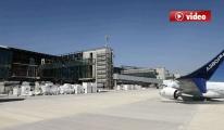 3. Havalimanı'nda A-380'ler 3 Köprüye Birden Yanaşıyor video