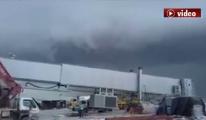 3. Havalimanında Karabulutlar Dolaşıyor !video