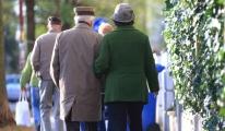 65 yaş üstü vatandaşlara hafta sonu sokak izni geliyor!