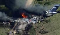 ABD'de 21 kişiyi taşıyan uçak düştü #video