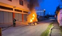 Adana'da alev alan otomobil(video)