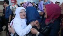 Adana'da İlk Hacı Kafilesi Coşkuyla Karşılandı