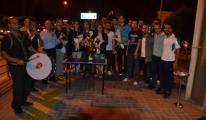 Adana Havalimanı'nda Davul, Zurna ile Karşılandılar.