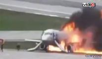 Aeroflot uçağı iniş anını gösteren!video