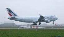 Air France Uçağı 156 Yolcu ile Açil iniş Yaptı
