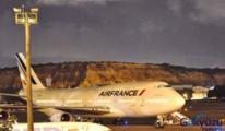 Air France Uçağında Kaçak Yolcu Uçaktan Düştü!