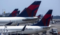 Airlines reap $28 billion from selling travel 'extras' to flyers