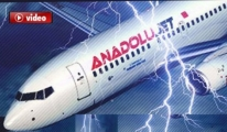 Anadolu Jet Uçağına Havada Yıldırım çarptı video