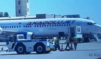 Anadolu Jet yolcu uçağının lastiği patladı!
