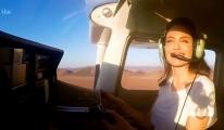 Angelina Jolie uçak uçurdu!