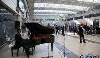 Antalya Havalimanı, yolcularını Piyano Festivali