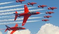 Antalya'daki havacılık fuarına gelecek uçak düştü!