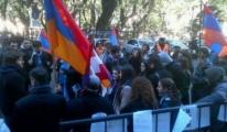 Arjantin'li Ermeniler THY'nin Seferini Protesto Etti!