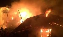 Artvin'de yangında 7 ev alevlere teslim oldu#video
