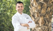 Aşçılık serüvenini Umman'da sürdürüyor
