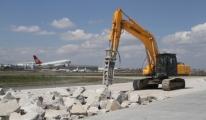 Atatürk Havalimanı'nda Bakım İçin Kapatılan Pist Açıldı