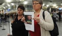 Atatürk Havalimanı'nda Kayıp Kardeşlerini Arıyorlar