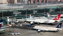 Atatürk Havalimanı'nda Bileklerini Kesti