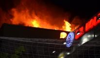 Avcılar'da 5 katlı binanın çatısı alev alev yandı