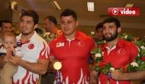 Avrupa şampiyonu milli güreşçiler yurda döndü