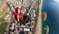 Azerbaycan'ın Karabağ zaferine, yamaç paraşütlü kutlama