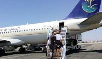 Bacakları gözüken yolcu uçuşa alınmıyor