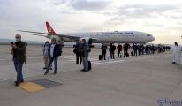 Bahreyn'den 62 kişi uçakla Gaziantep'e getirildi