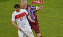 Başbakan Davutoğlu,Hüseyin Avni Aker Stadı'nda maç yaptı.