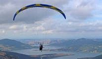 Başkan Yamaç Paraşütüyle Uçuyor