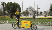 Bisikletiyle Türkiye'de de Teslimat Yaptı