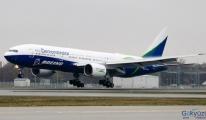 Boeing  777 test uçağı Frankfurt Havaalanı'nda