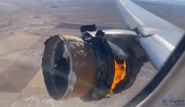 Yolcu uçağının motoru havada alev aldı(video)