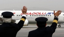BÜYÜK SKANDAL: Anadolujet pilotu yolculara küfretti!