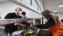 Çalışan ekibe Bakan Karaismailoğlu çorba dağıttı(video)