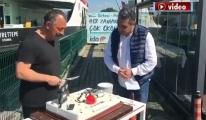 Sadettin Cesur'dan Cem Yılmaz'a pastalı kutlama!