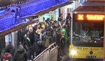 Cevizlibağ metrobüs durağında yoğunluk