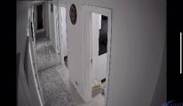 Depremin şiddeti bir evin güvenlik kamerasında