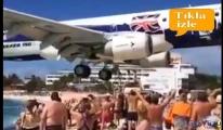 Dev uçak turistleri teğet geçti!video
