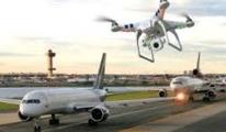 Drone, hava alanına yaklaşan uçağa çarptı