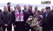Elazı Havalimanı'nda çiçekle Karşılandılar!video