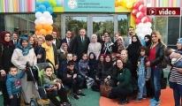 Erdoğan, engelli çocuklarla şarkı söyledi