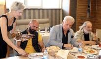 Erzurumlu mümessil, başından geçen komik olayların filmini çekecek