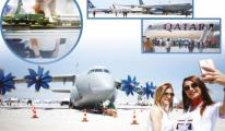 Fuarı ziyaret edenler uçaklarla fotoğraf çektirdi!video