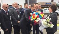 Funda Ocak,Samsun Havalimanı'nda Çiceklerle Karşılandı