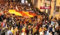 Galatasaray,taraftarları Taksim'de galibiyeti kutladı.