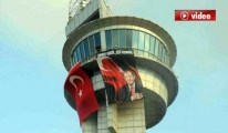 Gazi Kuleye Türk Bayrağı ve Erdoğan Posteri video