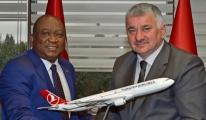 Gine Ulaştırma Bakanı, THY Genel Müdürü Bilal Ekşi'yi ziyaret etti