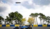 Goodyear Blimp yarış boyunca gökyüzündeydi