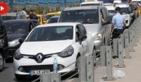 Güvenlik Önlemleri Havalimanında Uzun Araç Kuyruğu Oluşturdu